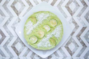 Rohköstliche Avocado-Limettentorte