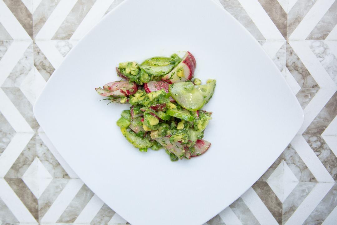 Radieschensalat mit Gurke & Avocado